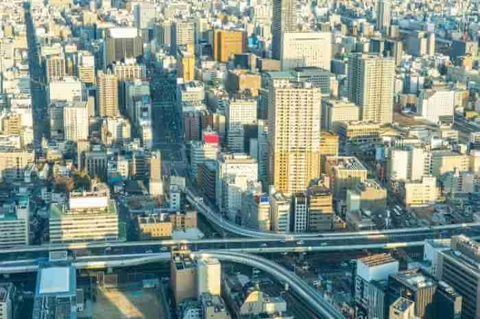 都心の高層ビルの上空からの写真