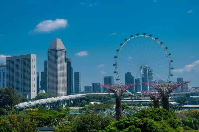 シンガポールの都市部のビル群やその周辺の景色