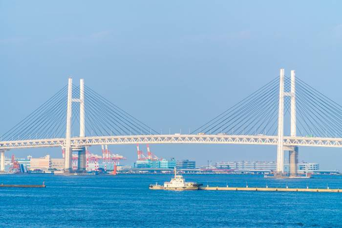 横浜ベイブリッジとその周辺の海の景色